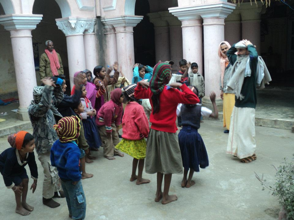 Tribhanga from Germany with local kids